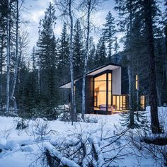 Cabins with sleek modern lines that sit out in the middle of the woods seem to be a thing nowadays. We dig it. This one is located about 20 minutes from Golden British Columbia on the Blaeberry River in the Canadian Rockies. The area is surrounded by five national parks and world-class skiing hiking and rafting. Oh and this one is on Airbnb. Photo: @formandforest | OutsideOnline.com by outsidemagazine