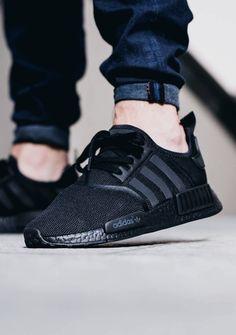 Adidas NMD R1 Triple Black.