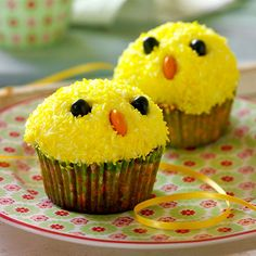 Påskmuffins Easter Cupcakes, Easter Cookies, Yellow Cupcakes, Norwegian Food, Cupcake Frosting, Food Humor, Easter Recipes, Something Sweet, Cute Food