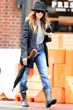 9 Style Lessons We Can Learn From Sarah Jessica Parker+ Sarah Jessica Parker, Street Chic, Street Style, New York Weather, Cool Outfits, Fashion Outfits, Weekend Outfit, Carrie Bradshaw, City Style