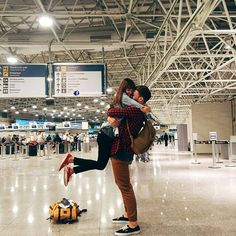 hugs at the airport ✈️ #love #happiness #hugs #datenight #dating #relationship #relationshipgoals #relationshipadvice #romance