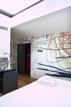 Twentyone Hotel's Loft Suite provides the best accommodation, combining perfectly urban and artistic atmosphere! Restaurant Names, Restaurant Bar, Athens, Things To Come, Loft, Greece, Hotels, Ceiling, Urban