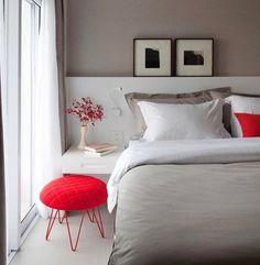 Bons sonhos {} Mais um exemplo de como pontos de cor trazem leveza e personalidade ao ambiente Aqui os toques de vermelho deram um toque alegre ao ambiente