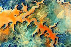 PHOTOGRAPH BY SCOTT KELLY, NASA サハラ砂漠南部の写真。エジプト南西部、リビアとの国境に近いダフラオアシス地区だ。