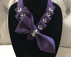 Necktie Necklace Ribbon Jewelry, Scarf Jewelry, Fabric Jewelry, Fabric Necklace, Diy Necklace, Old Ties, Scarf Knots, Tie Crafts, Bow Tie Collar