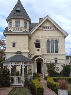 Oltre 25 fantastiche idee riguardo arredamento gotico for Arredamento stile gotico
