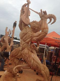 chainsaw carving by Chris Foltz