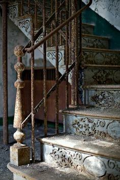 Beautiful Old Steps #steps #stairs #architecture #oldstaircase www.scribetree.com