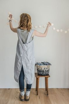 Washed and soft square cross linen apron (Japanese apron) is made from 100 % natural Lithuanian linen. An apron has two side pockets. Apron gets