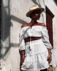 𝒜𝓁𝓌𝒶𝓎𝓈 𝓌𝑒𝒶𝓇 𝓎𝑜𝓊𝓇 𝒾𝓃𝓋𝒾𝓈𝒾𝒷𝓁𝑒 𝒸𝓇𝑜𝓌𝓃. 𝐻𝒾𝑒𝓇𝒾𝒶 εμπνευσμένη από την αρχαία ελληνική κουλτούρα . . #thehieria #collection #luxury #lifestyle #clothing #collectiongreekislands #idefy #summer #fashion #style Panama Hat, Photo And Video, Instagram, Fashion, Moda, Fashion Styles, Fashion Illustrations, Panama