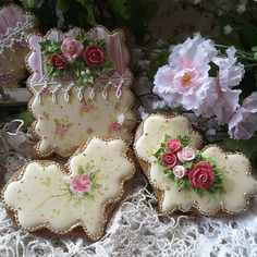 Gingerbread keepsake cookies with hand painted detailing Elegant Cookies, Fancy Cookies, Valentine Cookies, Cut Out Cookies, Cute Cookies, Holiday Cookies, Valentines, Heart Cookies, Cookies Cupcake
