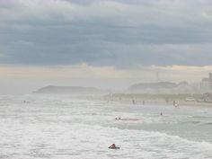 Praia dos molhes em Torres. Praia de surfistas.