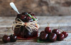 Dulceata de cirese sau visine fara conservanti reteta savori urbane Dessert Bars, Bacardi, Cherry, Sweets, Bob, Desserts, Recipes, Canning, Tailgate Desserts