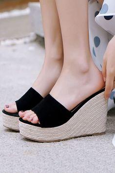 8b874086ba9 Women Black Woven Platform Open Toe Wedge Mules - 5