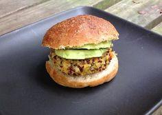 Crispy Quinoa Sliders in Whole Wheat Quinoa Buns: Quinoa Sliders - Crispy Vegetarian Quinoa Burgers