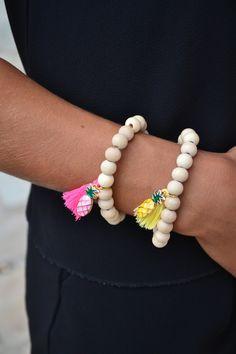 Bracelet ananas , perles en bois et pompon - Bracelet boheme de la boutique JeanneSummer sur Etsy