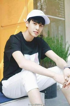 Hot Korean Guys, Cute Korean Boys, Asian Boys, Beautiful Boys, Pretty Boys, Asian Male Model, Song Wei Long, Evil Girl, Chinese Boy