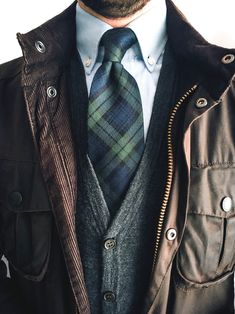 Men's Jackets To Own. Discover some good mens fashion. With so much style for guys to pick from these days, it can be a overwhelming encounter. Gentleman Mode, Gentleman Style, Classic Outfits, Stylish Outfits, Men Style Tips, Well Dressed Men, Looks Style, Preppy Style, Mens Suits
