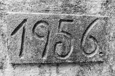 Jahreszahl in Stein gemeißelt Jahr 1956