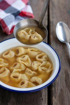 Pomeriggio in cucina: il tortellone emiliano - http://talentiitaliani.it/indice-viaggi/user-article/1-indice-viaggi/274-Ospitalit%C3%A0+Emiliana+BioAgriturismi/201-pomeriggio-in-cucina--il-tortellone-emiliano