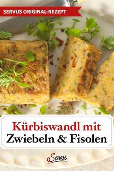Mit diesem Kürbis-Kartoffel-Auflauf setzen wir das orange Gemüse so richtig in Szene. Einfach Erdäpfel und Kürbis grob mit einer Reibe reißen, mit den anderen Zutaten vermischen und den Rest übernimmt der Ofen. Fertig! #kürbiswandl #kürbiskartoffelauflauf #kürbis #kartoffeln #fisolen #rezepte #rezeptideen #hausmannskost #ichliebeessen #österreich #österreichischeküche #kochen #regionaleküche #regionalkochen  #servus #servusmagazin #servusinstadtundland Best Soup Recipes, Side Dishes, Tacos, Veggies, Ethnic Recipes, Food, Vegetarian Recipes, Food Food, Vegetable Recipes
