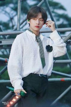 Kim Taehyung, sabe como me matar ; Park Ji Min, V Taehyung, Bts Bangtan Boy, Daegu, Foto Bts, Seokjin, Namjoon, V Bts Cute, Bts Kim