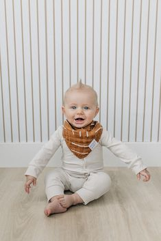 Mebie Baby offers soft, breathable Swaddle blankets for babies. Our designs are modern with both parents and baby in mind. Baby Outfits Newborn, Baby Boy Newborn, Baby Boy Outfits, Kids Outfits, Baby Boy Bibs, Baby Boy Or Girl, Baby Girl Shoes, Trendy Baby Boy Clothes, Gender Neutral Baby Clothes