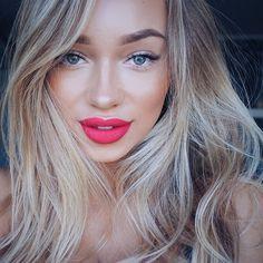 Lips: @anastasiabeverlyhills CARINA Face: foundation @makeupforeverofficial HD 128, bronzer @makeupforeverofficial M30, Highlighter: @beccacosmetics Opal Eyebrows: @anastasiabeverlyhills brow wiz in soft brown