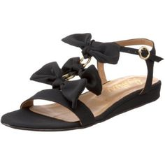 The little bow details on these flats make them interesting enough that you don't even need a heel!