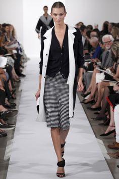 Guarda la sfilata di moda Oscar de la Renta a New York e scopri la collezione di abiti e accessori per la stagione Collezioni Primavera Estate 2014.
