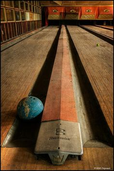 Bowling alley found inside a hotel in the Catskills Mountains