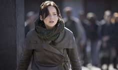 The Hunger Games: Catching Fire Katniss Everdeen Jacket Katniss Everdeen, Katniss And Peeta, Hunger Games Movies, Hunger Games Trilogy, Movie Trivia, Jenifer Lawrence, Hunger Games Catching Fire, Mockingjay, Role Models