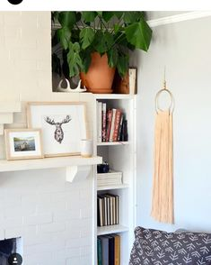 Tomorrow is the LAST DAY to sign up for the natural dye/wall hanging kit and video tutorial from us, @sonadora_studio and @thecraftersbox! This beautiful kit is shipped right to your door and includes everything you need to dye a skein of yarn with madder root and make this wall hanging...you even get a lovely little brass colander for straining the dye  Sign-up link is in profile!