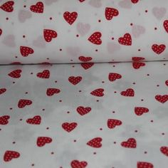 Poplin bumbac – Small red hearts on white - Materiale Textile Bumbac - Materiale textile