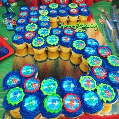 Themed PJ Masks cupcakes like that they're shaped into birthday age! 5th Birthday Party Ideas, Fourth Birthday, Birthday Fun, Pj Mask Cupcakes, Pjmask Party, Pj Masks Birthday Cake, Festa Pj Masks, Thomas Birthday, First Birthdays