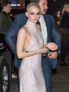 24 Iconic Buzz Cuts, From Sinead O'Connor to Kristen Stewart Buzz Cut Styles, Pixie Cut Styles, Short Styles, Buzz Cuts, Long Hair Styles, Pixie Cuts, Stunning Women, Most Beautiful Women, Angelina Jolie Short Hair