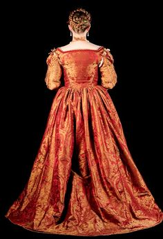 The Italian Showcase - Laurie at the Realm of Venus Italian Renaissance Dress, Renaissance Clothing, Medieval Fashion, Renaissance Era, Italian Outfits, Italian Clothing, Baroque, 18th Century Fashion, Old Dresses