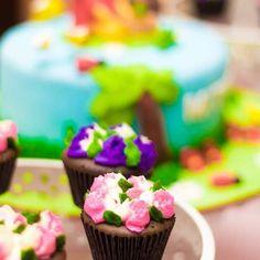 Cupcakes Birthdays, Cupcakes, In This Moment, Desserts, Instagram, Food, Anniversaries, Tailgate Desserts, Cupcake