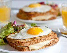 The Croque Madame Sandwich Recipe (a Classic French Breakfast Dish) Recipe Protein Breakfast, Best Breakfast, Russian Breakfast, Breakfast Time, Breakfast Dishes, Breakfast Recipes, Brunch Recipes, Bodybuilding Diet Plan, Female Bodybuilding