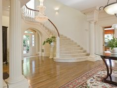 Beautiful spacious entryway