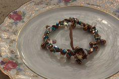 la bohème avec ce bracelet en perles de cristal de Swarovski et cordon de soie roulottée sur mon site www.savonsdesalpes.com