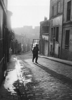 Paris : 1948 - Willy Ronis - vitrier, rue Laurence Savart à Ménilmontant - Paris Willy Ronis, Robert Doisneau, City Photography, Vintage Photography, France Photography, Landscape Photography, Menilmontant Paris, French Photographers, Black N White Images
