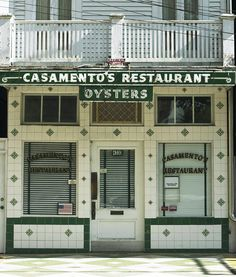 Oysters fresh from Gulf Coast waters—whether served raw on the half shell or fried on Louisiana's answer to Texas toast—rule the roost at this narrow, tile-lined, classic New Orleans seafood joint.
