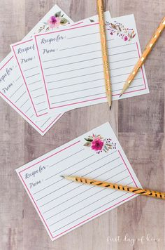 Free printable recipe cards with a sweet, feminine floral pattern. Floral Printables, Free Printables, Canning Labels, Canning Recipes, Printed Recipe Cards, Design Your Own Card, Recipe Card Holders, Printable Recipe Cards, Recipe Printables