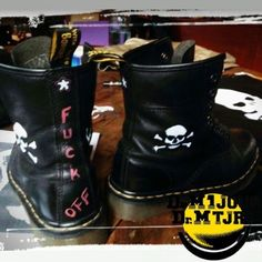 Dr Martens 1460 Black Photo issue du Groupe Dr Martens 1 jour Dr Martens toujours : https://www.facebook.com/groups/drmartensforever #drmartenstoujours #drmartenstoujours #drmartens #drmartenstyle #docmartens #drmartensoriginal #drmartensfrance #vintage #doc #docslife #docs4life #dr #martens #boots #cuir #dms #lifestyle #worndifferent #bootslover #custom
