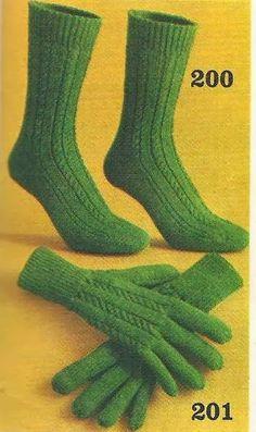 Vintage knitting free patterns, gratis breipatronen onder andere jaren 70 patronen: Heren sokken en heren handschoenen breien met patroon Sock Shoes, Hand Warmers, Knitting Patterns, Footwear, Socks, Diy Crafts, How To Make, Vintage, Yarns