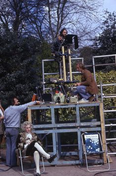 Surveilling the scene from on high. Notice the floral garden chair with the words 'Stanley Kubrick' emblazoned on the back – a picnic-ready alternative to the traditional director's chair Stanley Kubrick, Barry Lyndon, Indiana Jones Films, Best Cinematography, Free Films, Film Archive, Film School, Scene Image, Video Maker
