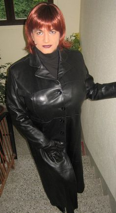 Long Leather Coat, Leather Trench Coat, Leather Gloves, Leather Jacket, Middle Aged Women, Perfect Woman, Sexy Outfits, Female, Crossdressers