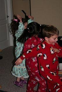 25 days of Christmas -- ideas for fun family activities every day leading up to | http://crazyhalloweenideasdovie.blogspot.com