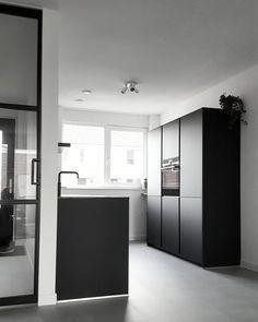 Black Kitchens, Home Kitchens, Natural Living, Scandinavian Interior, Kitchen Dining, Minimalism, New Homes, Interior Design, Bathroom